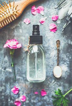 En saltvattenspray ger struktur och volym till håret. Och om du liksom jag har väldigt glatta hårstrån så är saltvattensprayen perfekt vid håruppsättningar. Jag gör min saltvattenspray utan...