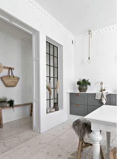 Design blanc et bois dans un appartement suédois - PLANETE DECO a homes world Küchen Design, House Design, Wood Design, Wood Floor Pattern, Dark Wood Furniture, Cuisines Design, Kitchen Interior, Kitchen Decor, Home Kitchens