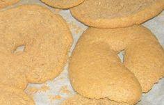 Κρίθινο παξιμάδι (κριθαροκουλούρες και ντάκοι) - cretangastronomy.gr Baking Business, Greek Recipes, Food And Drink, Vegetarian, Cookies, Desserts, Crack Crackers, Tailgate Desserts, Deserts