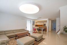 Svetelný strop CIR 1500 prisadený v bielom dekóre. Bratislava, Ceiling Lights, Lighting, Home Decor, Decoration Home, Room Decor, Lights, Outdoor Ceiling Lights, Home Interior Design