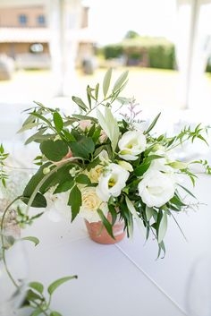 Simple Clay pot floral #centerpieces #garden #wedding Photography: Sutherland Kovach Studio - sutherlandkovach.com, Florals by http://www.leafandhoney.co.nz/  Read More: http://stylemepretty.com/2013/10/16/new-zealand-wedding-from-sutherland-kovach-studio/