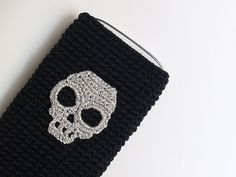 Black crochet cell phone case with silver skull by SILAYAYA