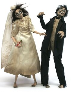 Consider your Halloween wedding cake-toppers found! Halloween Doll, Halloween Items, Spirit Halloween, Halloween Crafts, Halloween Decorations, Halloween Party, Halloween Zombie, Halloween Ornaments, Zombie Wedding Cakes