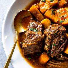 This Slow Cooker Irish Beef Stew is full of fall apart tender beef, potatoes and carrots, with a rich broth flavored with Guinness. After cooking all day in the Crock pot, enjoy this Guinness beef stew on St. Irish Stew, Beef Chuck Recipes, Beef Recipes, Vegan Recipes, Corned Beef, Roast Beef, Slow Cooking, Guinness Beef Stew, Slow Cooker Recipes