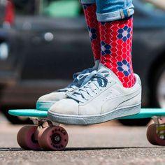 La chaussette NID D'ABEILLE veut que vous assumiez vos chaussettes. De couleur rouge vif, elle égaiera toutes vos tenues. Jordans Sneakers, Air Jordans, Shoes, Fashion, Red Socks, Bobby Socks, Color Red, Man Women, I Want You