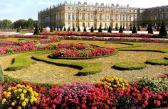 of paris the palace of versailles in french chateau de versailles Trianon Palace Versailles, Chateau Versailles, Versailles Garden, Visit Versailles, Most Beautiful Gardens, Amazing Gardens, Beautiful Places, Famous Gardens, Versailles
