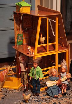 Remember The Sunshine Family? The Barbie doll alternative? Love. Peace. Toy chickens and spinning wheels and other awesomeness.