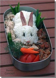 Rabbit bento (Bento (弁当, bentō) is a single-portion takeout or home-packed meal common in Japanese cuisine. Food Design, Cute Food, Good Food, Bento And Co, Cuisine Diverse, Healthy Snacks, Healthy Recipes, Bento Recipes, Food Humor
