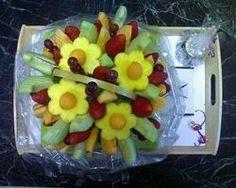 Cómo hacer flores de frutas comestibles
