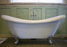 I really want a claw foot stand alone tub like this if Andrew and I ever re-do our bathroom. :)