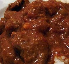 Tomato Bredie is a traditional Afrikaans stew that is just too fantastic to describe. You must try this tomato bredie recipe, your friends and family will be in your debt Oxtail Recipes, Lamb Recipes, Cookbook Recipes, Meat Recipes, Cooking Recipes, Recipies, Atkins Recipes, Curry Recipes, South African Dishes