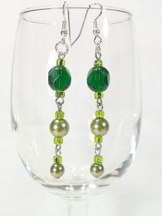 Earrings Green Glass Beads Swarovski Crystal di CinfulDesigns, $19.00