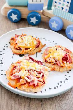 Babypizza aus Magerquark, Dinkelmehl und Öl