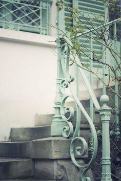 Mint home exterior Mint Green Aesthetic, Aesthetic Colors, Retro Aesthetic, Color Menta, Mint Color, Color Limon, Balustrades, Celadon, Azul Tiffany