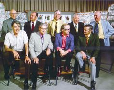 Atras: Milt Kahl, Marc Davis, Frank Thomas, Eric Larson, Ollie Johnston. Adelante: Woolie Reitherman, Les Clark, Ward Kimball, John Lounsbery.-