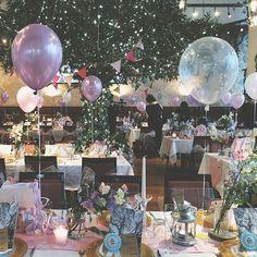 ぷかぷかバルーンもたくさん浮かべたコーディネート お花はスイートピーをメインに。この季節の花嫁さまの特権です☺️ #flowers #wedding #balloons #ウェディング #会場装飾 #バルーン #装花