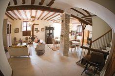 El salón de Casa Rural El Gaiter. Una casa con Historia. La historia de la superación, el trabajo y un homenaje a las gentes de esta tierra.