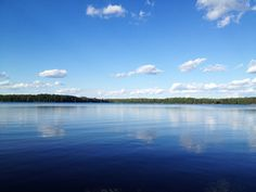 Lago rodeado de florestas no norte de Wisconsin, USA. Fotografia: Nicole Balch no Flickr.