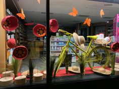 Decoration Vitrine, Creations, Pure Products, Table Decorations, Boutique, Home Decor, Display Cases, Create, Classroom