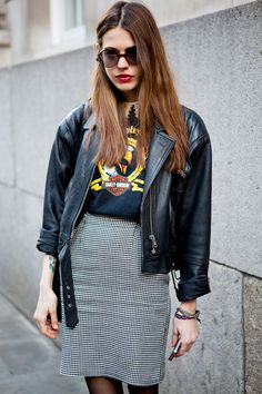 street-style-band-t-shirt-skirt-look