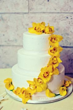 I like the cake being plain like this, but I would prefer a red hibiscus instead of the yellow orchids.