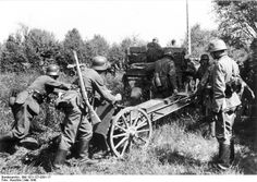 German soldiers with a 7.5cm le.IG 18 infantry gun, Maginot Line, France, May 1940. (German Federal Archive: Bild 101I-127-0391-17)