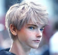 that cosplay.O of Jack Frost by the one and only Thomas Brodie Sangster
