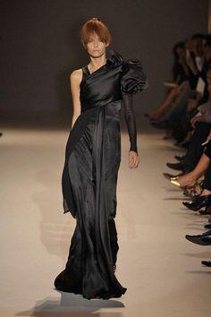 Givenchy Fall 2007 Couture Fashion Show - Mariacarla Boscono