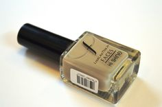 I came across this off white kind of color and thought of it giving it a try. This color is from the Faces Hi Shine Nail Enamel range. Packaging