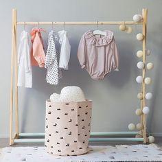 Perchero infantil tipo tienda de ropa