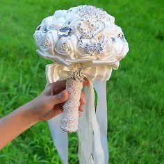 Romantic-Wedding-Rose-Ivory-Silk-Flower-Bridal-Bouquet-Pearls-Rhinestone-Handle