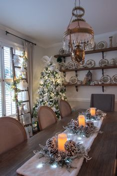 Christmas in the Dining Room - All Things Heart and Home All Things Christmas, Christmas Holidays, Christmas Decorations, Christmas Ideas, Christmas Inspiration, Home Decor Inspiration, Decorating Tips, Holiday Decorating, Meaning Of Christmas