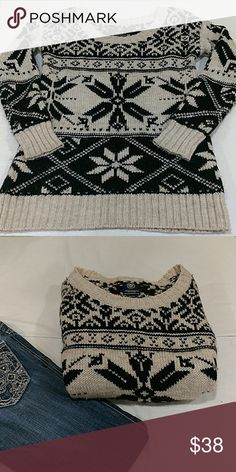 AMERICAN EAGLE OUTFITTERS SNOWFLAKE SWEATER AMERICAN EAGLE OUTFITTERS NICE, OVERSIZED SWEATER. SIZE MEDIUM. GORGEOUS, THICK, AND WARM!! BLEND OF ACRYLIC, WOOL, NYLON, AND ALPACA. EUC. JEANS SOLD. American Eagle Outfitters Tops