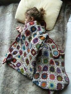 - Crochet a blanket I can pass on to my children (very ambitious considering . : – Crochet a blanket I can pass on to my children (very ambitious considering my biggest projects to date are a scarf and some pillows! Love Crochet, Beautiful Crochet, Crochet Hooks, Knit Crochet, Crochet Granny, Crochet Flowers, Afghan Crochet Patterns, Crochet Squares, Granny Squares