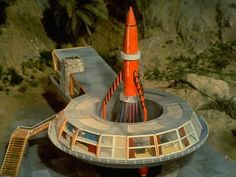 Tracey Island with Thunderbird 3 launch area. James Bond, Thunderbirds Are Go, Childhood Tv Shows, Sci Fi Models, Sci Fi Tv, Flying Saucer, Kids Tv, Old Tv Shows, Classic Tv