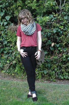 T-shirt, skinnies, and a big scarf. True statement: I want more scarves.