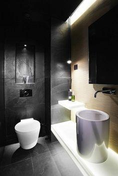 idée de décoration de salle de bain en noir et blanc