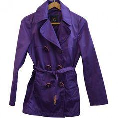 Impermeabile corto colore viola acceso e grandi bottoni. Come nuovo, taglia L, veste 44 ITA circa.