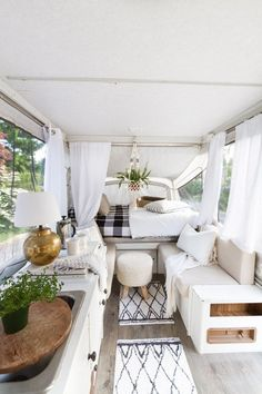 46 Awesome Camper Remodel On A Budget To Make Your Camper Great, If you wish to stay informed about our camper remodel, take a look here. There are a few pretty simple methods to produce your camper feel a bit more . Tiny Camper, Popup Camper, Camper Life, Truck Camper, Rv Life, Camper Trailers, Camper Van, Caravan Decor, Retro Caravan