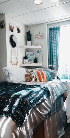 Dream Rooms, Dream Bedroom, Cool Dorm Rooms, Dorm Room Shelves, Beach Dorm Rooms, Teen Beach Room, Indie Dorm Room, Dorm Room Colors, Boho Dorm Room