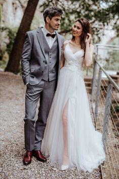 Erhältlich ist dieses Hochzeitskleid & der Anzug bei Steinecker in Randegg, Graz, Salzburg und Wien. Salzburg, Royce, Sneakers, Wedding, Fashion, Bride Groom, Graz, Photo Shoot, Marriage Dress