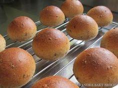 Xandra bakt brood: Gezonde, zachte, lichtbruine bolletjes met lijnzaad