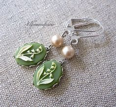 lily of the valley in silver    Enchanting nostalgic cameo earrings with gems, and vintage glass beads coated with nacre Perlen.Die is a treasure ...
