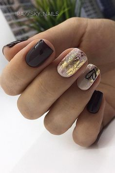 The advantage of the gel is that it allows you to enjoy your French manicure for a long time. There are four different ways to make a French manicure on gel nails. The choice depends on the experience of the nail stylist… Continue Reading → Solid Color Nails, Nail Colors, Acrylic Colors, Bridal Nails, Wedding Nails, Sky Nails, Gradient Nails, Acrylic Nails, Ongles Kylie Jenner