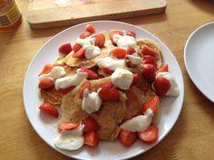 Every Saturday should start with strawberry pancakes! London Eater, Strawberry Pancakes, French Toast, Breakfast, Food, Morning Coffee, Essen, Meals, Yemek
