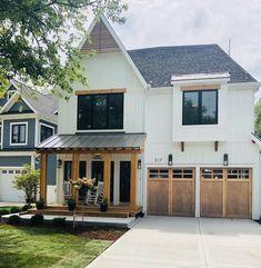 Style At Home, Wood Garage Doors, Industrial Garage Door, Garage Signs, Garage Art, Car Garage, Modern Farmhouse Exterior, Farmhouse Design, Farmhouse Style