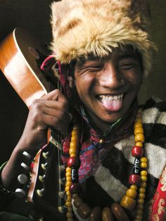 Smile ..... A young tibetan in traditional costume hold a guitar   © Chris Christidis Take A Smile, Good Smile, Just Smile, Beautiful Smile, Happy Smile, Smile Face, Simply Beautiful, Beautiful People, Great Smiles