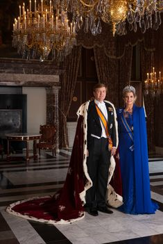 £/Netherlands: King Willem-Alexander I and Queen Consort Maxima Royal Tiaras, Royal Jewels, Nassau, Hollywood Fashion, Royal Fashion, Royal Blue Gown, Royal Families Of Europe, Dutch Royalty, Casa Real