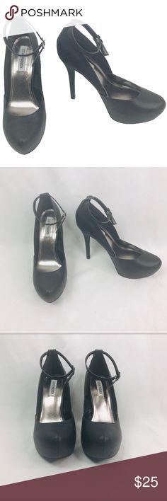9a34c561076 Steve Madden Size 10 Noella Black Heels Steve Madden Size 10 Noella Black  Textured V-
