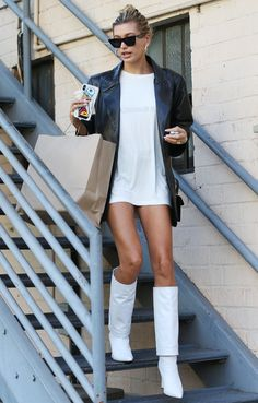 Hailey Baldwin Hailey Bieber white boots knee-high boots fall trends fall fashion Source by thezoereport fashion edgy Estilo Hailey Baldwin, Hailey Baldwin Style, Mode Outfits, Fall Outfits, Fashion Outfits, Fashion Trends, Fashion Bloggers, Fashion Clothes, Summer Boots Outfit
